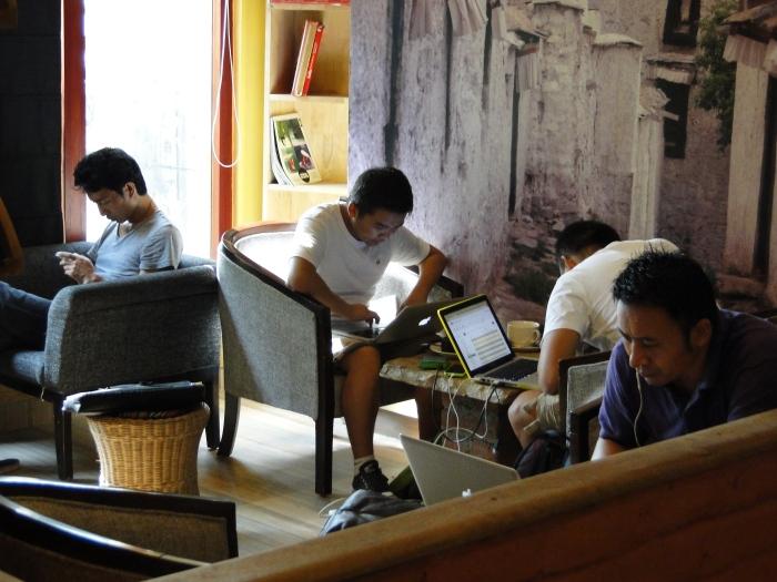 Ama Cafe in Majnu-ka-Tilla, Tibetanisches Viertel in Delhi - © Andreas Wochenalt