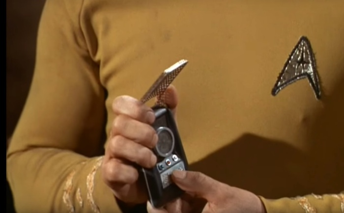 Screenshot aus dem Video Star Trek - Ode to the communicator HTTPS://YOUTU.BE/NZNZW6AHCMY